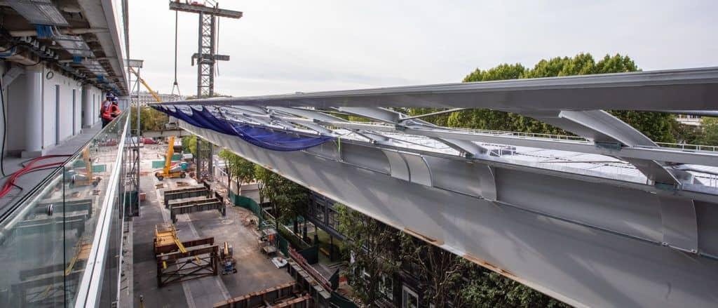 Roland-Garros : pose de la première aile de la couverture mobile